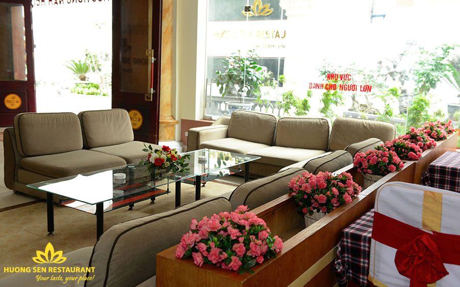 Khu vực bàn trà Nhà Hàng