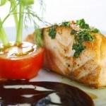 Cá Hồi Áp Chảo Sốt Rượu Vang Trắng