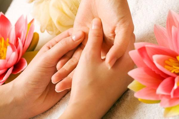 đôi tay của cô dâu