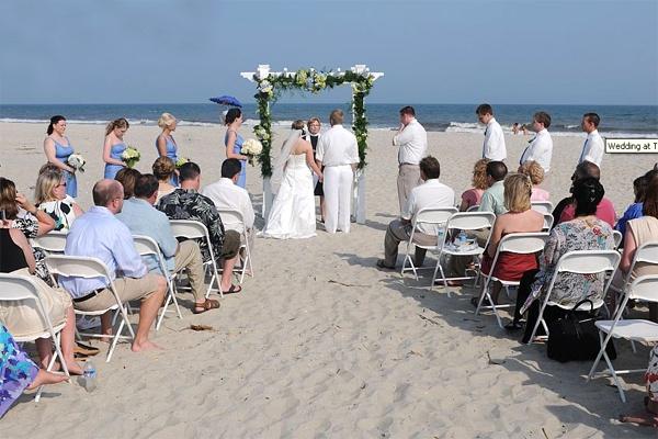 tổ chức đám cưới tiết kiệm nhất