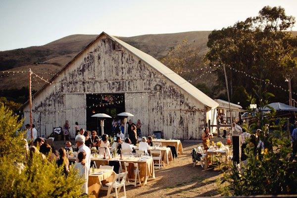 tiệc cưới vintage trong nhà