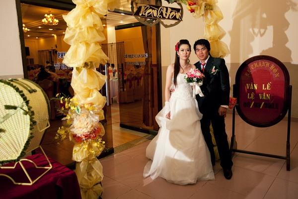 cô dâu chú rể trong đám cưới