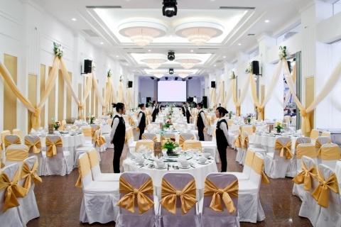 tiệc cưới trong nhà