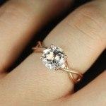 Cách chọn nhẫn đính hôn đẹp và ý nghĩa cho ngày cầu hôn
