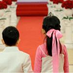 Chọn cầu hoa tươi tắn cho đám cưới