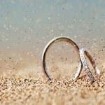 Bí quyết chọn nhẫn cưới phong thủy phù hợp với mệnh cách cặp đôi