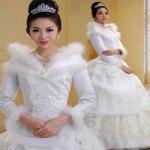 Cách giúp các cô dâu lựa chọn váy cưới mùa đông ấm áp và quyến rũ