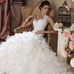 Chọn váy cưới xếp tầng giúp cô dâu điệu đà hơn trong ngày cưới