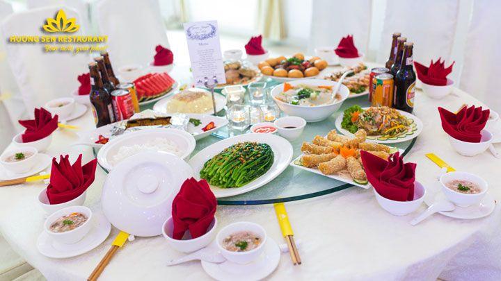 Bàn tiệc cưới 10 người của Hương Sen