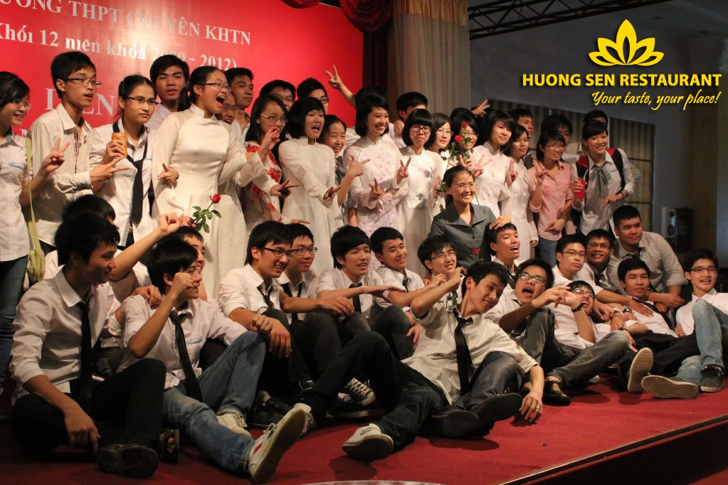 Liên hoan lớp cuối năm tại Hương Sen