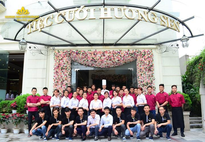 Đội ngũ nhân viên chuyên nghiệp Hương Sen