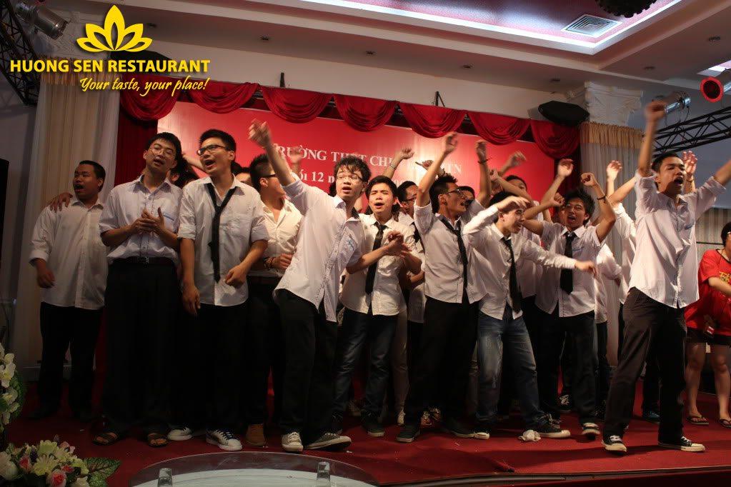 Tiệc liên hoan cuối cấp tại Hương Sen