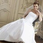Váy cưới và những điều các cô dâu cần biết khi đi thử váy