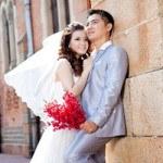 Chọn hoa theo tông màu tiệc cưới giúp đám cưới ấn tượng hơn