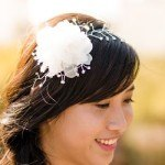 Cách cài hoa lên tóc cô dâu thêm ấn tượng và sang trọng hơn