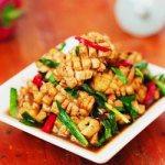 Hướng dẫn làm mực xào lá hẹ thơm ngon hấp dẫn cho bữa ăn