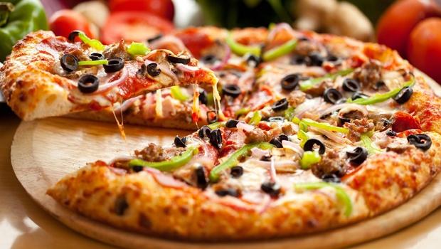 """Résultat de recherche d'images pour """"cách làm pizza bằng nồi cơm điện"""""""