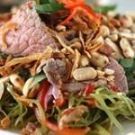 Cách làm món gỏi rau muống thịt bò dai giòn hấp dẫn