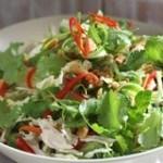 Bữa ăn gia đình độc đáo, hấp dẫn hơn với món salad gà ngũ sắc