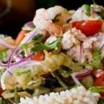 Bí quyết làm salad mực hấp dẫn cho bữa ăn gia đình thêm độc đáo