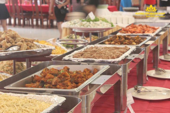 Tiệc Buffet Bế Giảng Khối 12 THPT Trung Văn tại Hương Sen
