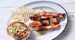Ngon miệng với món ăn cá hồi xiên que độc đáo, hấp dẫn tại nhà