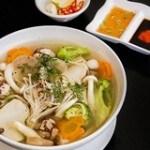 Canh thịt cuộn nấm hấp dẫn ngày lạnh cho cả nhà thưởng thức