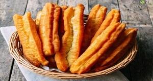 Bạn đã thử làm món bánh quẩy đùi gà cho cả gia đình thưởng thức chưa?