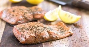 Vào bếp trổ tài cho cả gia đình thưởng thức món cá hồi sốt chanh