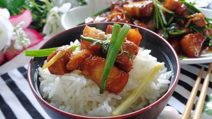 thịt rim nước dừa