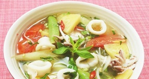 Nhanh gọn và thanh mát với món canh mực nấu chua