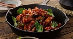 Bữa cơm ngon hơn với mực xào cay kiểu Hàn