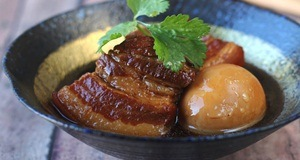 Cơm trắng hết veo nhờ sức hấp dẫn của món thịt kho dừa