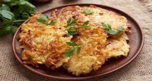 Giòn nóng thơm ngon với bánh khoai tây tẩm bột đậu xanh