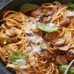 Mỳ spaghetti xào nấm quen thuộc nhưng lạ miệng vô cùng