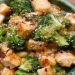 Salad bông cải xanh đậu phụ cho mùa hè thanh mát