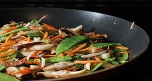 Thịt heo xào rau củ với công thức mới lạ từ Hương Sen