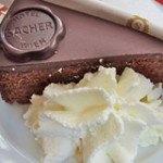 Ngọt ngào với món bánh Sacher của Đức