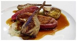 Thịt ức vịt áp chảo kèm sốt nâu thơm ngon khó cưỡng
