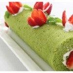 Bánh kem trà xanh cuộn trái cây thơm ngon cho các tín đồ hảo ngọt